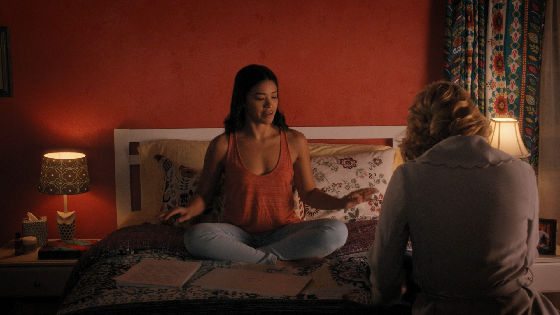Gina Rodriguez, Yael Grobglas- Jane The Virgin S05E10