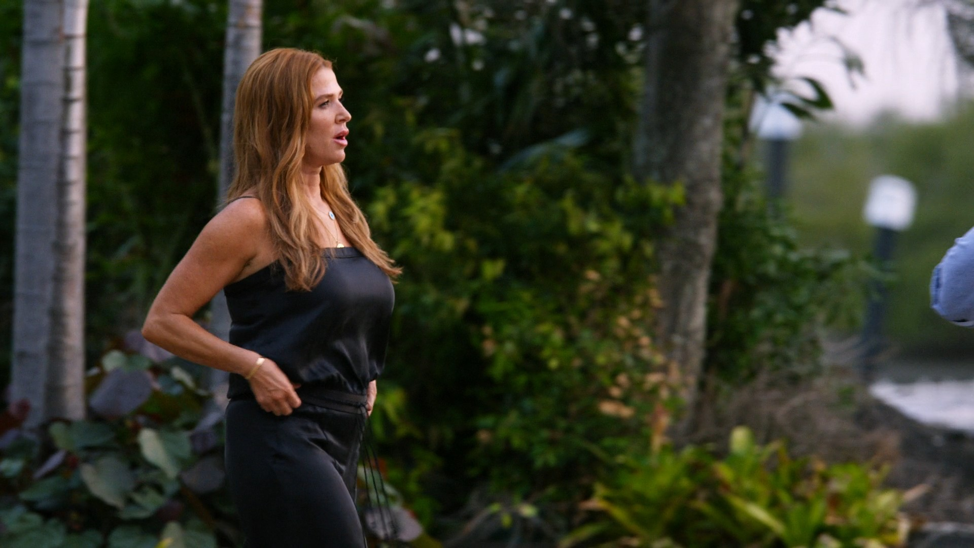 Poppy Montgomery- Reef Break S01E06-E07