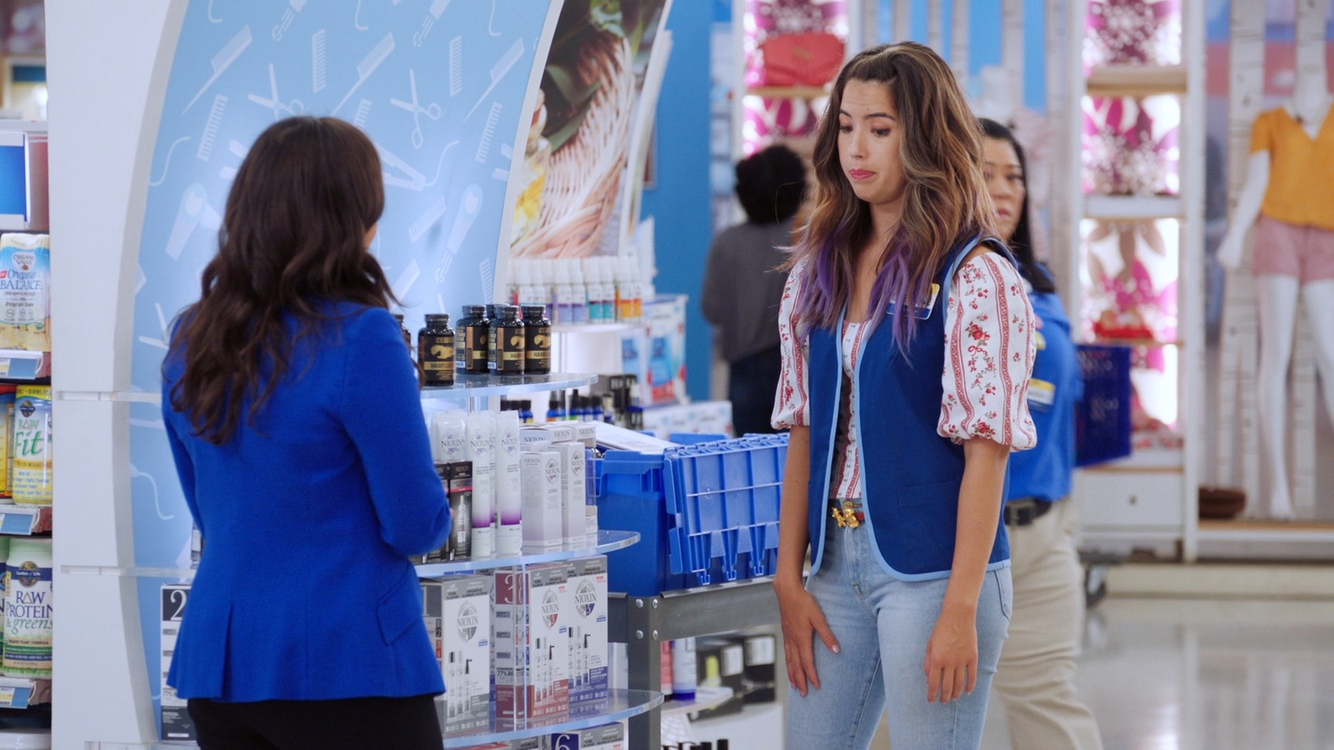 America Ferrera, Nichole Bloom- Superstore S05E01 (Season Premiere)