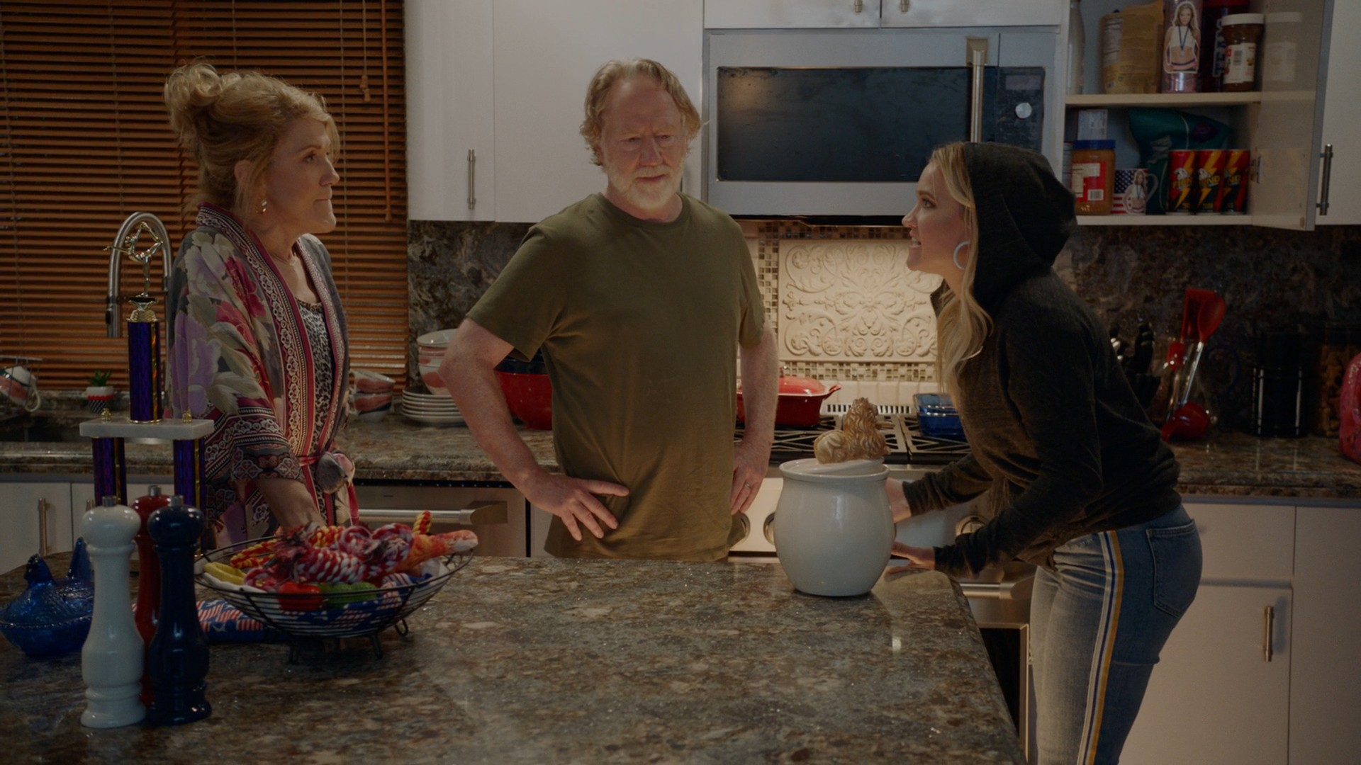 Brittany Snow, Emily Osment- Almost Family S01E02