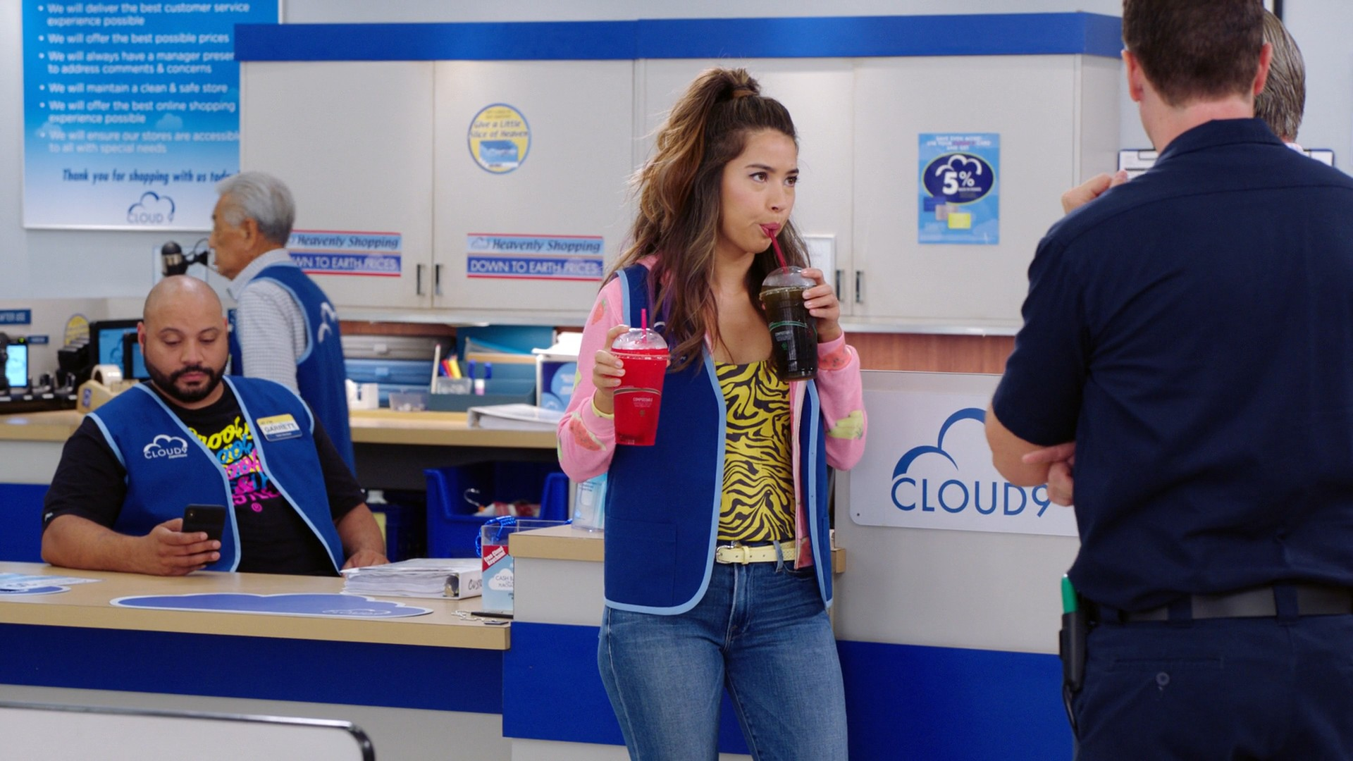 America Ferrera, Nichole Bloom- Superstore S05E02
