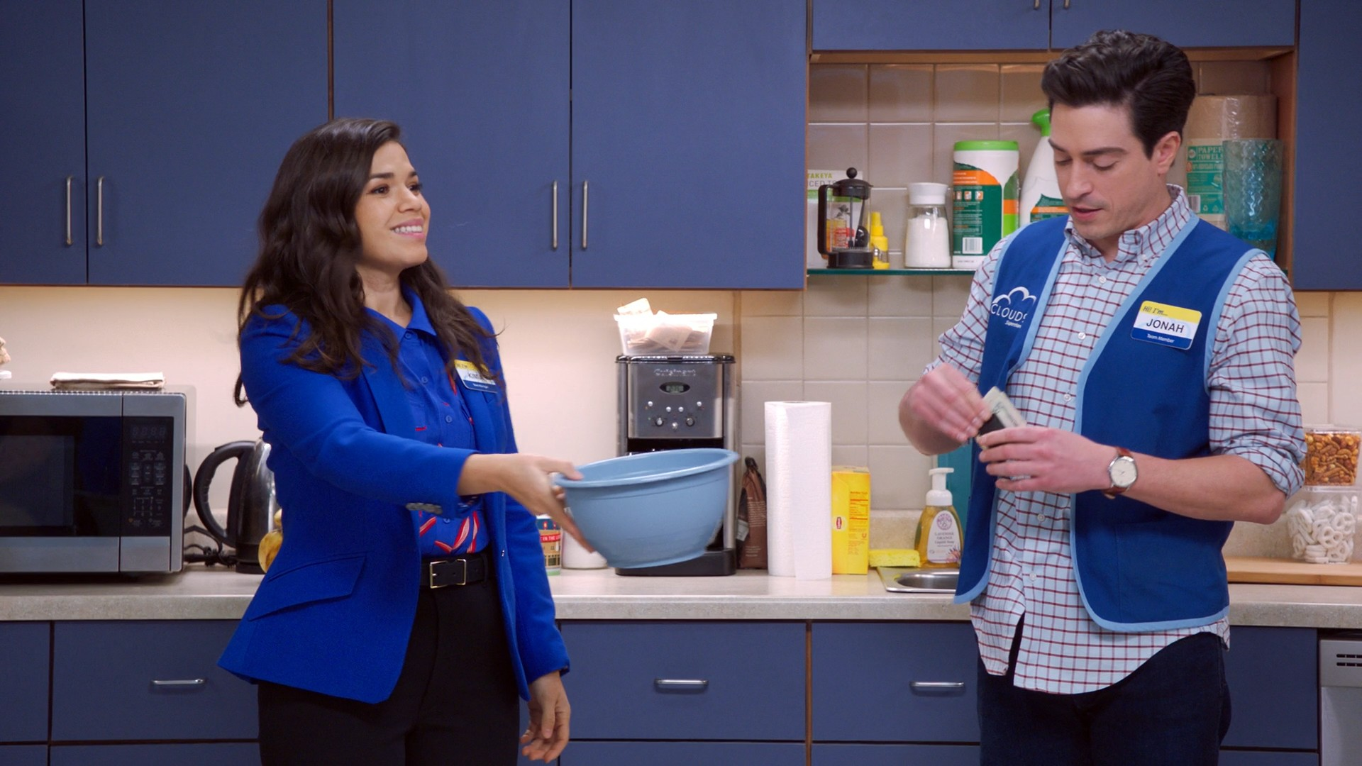 America Ferrera, Nichole Bloom- Superstore S05E12-E13