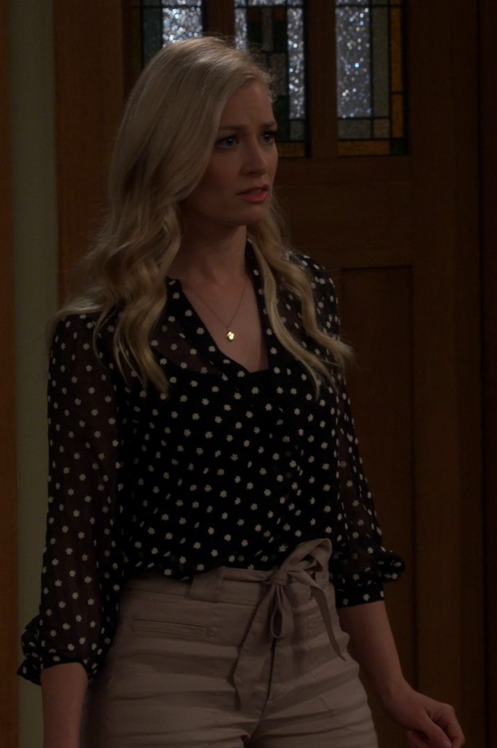 Beth Behrs- The Neighborhood S02E20