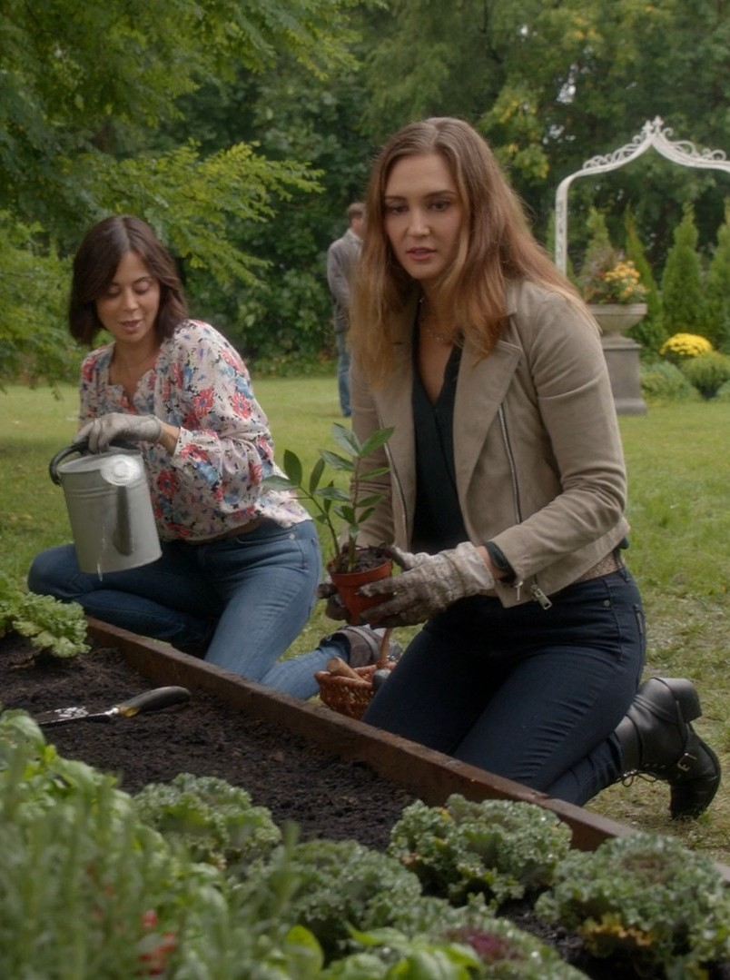 Catherine Bell, Katherine Barrell- Good Witch S06E02